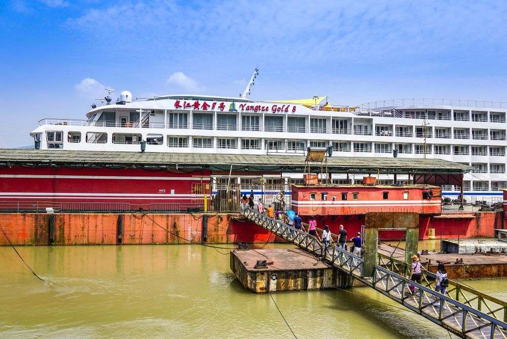 Cruise boot in de haven van Chongqing