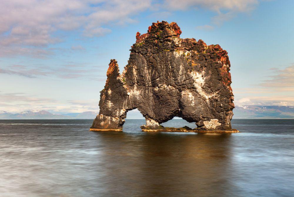Hvítserkur, bijzondere rotsformatie op IJsland