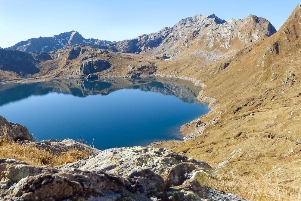 Het Lago del Naret meer in Zwitserland