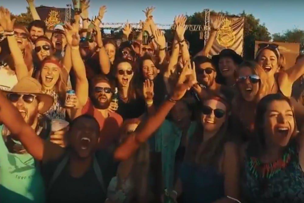 YOLO-video de luxe: bezoek het festival Bushfire in Swaziland