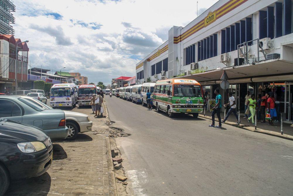Met de bus door Suriname