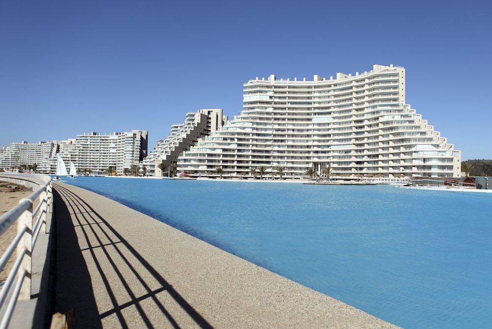 Baantje trekken? Het grootste zwembad ter wereld
